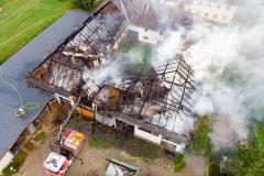 Zehn Feuerwehren bekämpfen Großbrand in Schönau